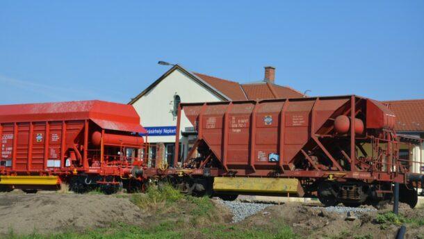 Tram-train: vonat haladt át a kisállomáson