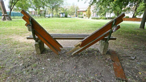 Panaszláda: vandálok élték ki magukat a Népkertben!