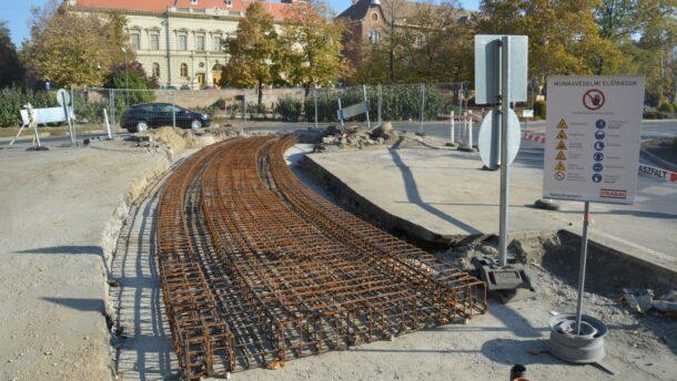 Az Adyn is nekifogtak a tram-train pályaépítésének
