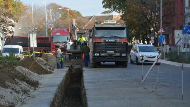 Útfelbontás az Andrássy és Lánc utca kereszteződésében
