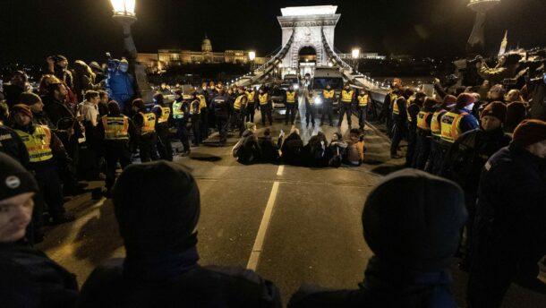 Szánalmasan megbukott a mai tüntetés, minden eddiginél kevesebben voltak