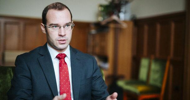 Hollik: Soros György azokat támadja, akik ellenzik a bevándorlást
