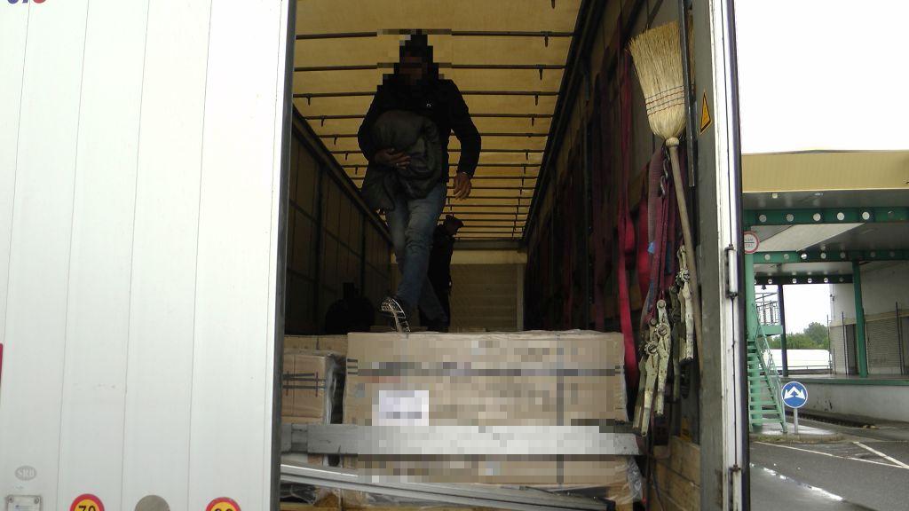 Három afgán határsértő egy szerb kamionban 2