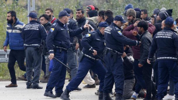 Migránsok csaptak össze Boszniában, a rendőrökre is rátámadtak