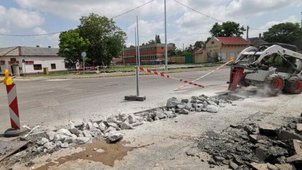 Már épül az új körforgalom a Kistópart-Bajcsy-Hódtó utca csomópontban 2