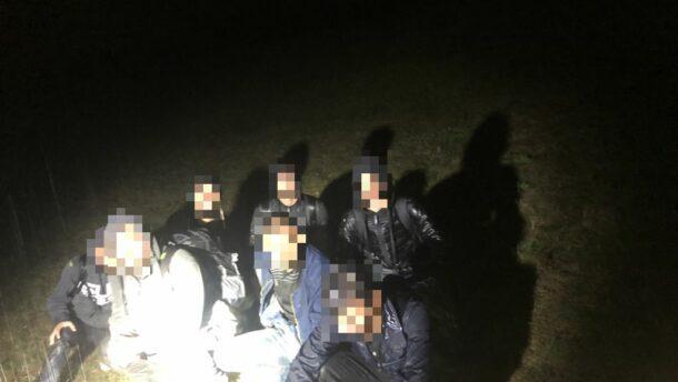 Gumicsónakos migránsokat fogtak Röszkén 1