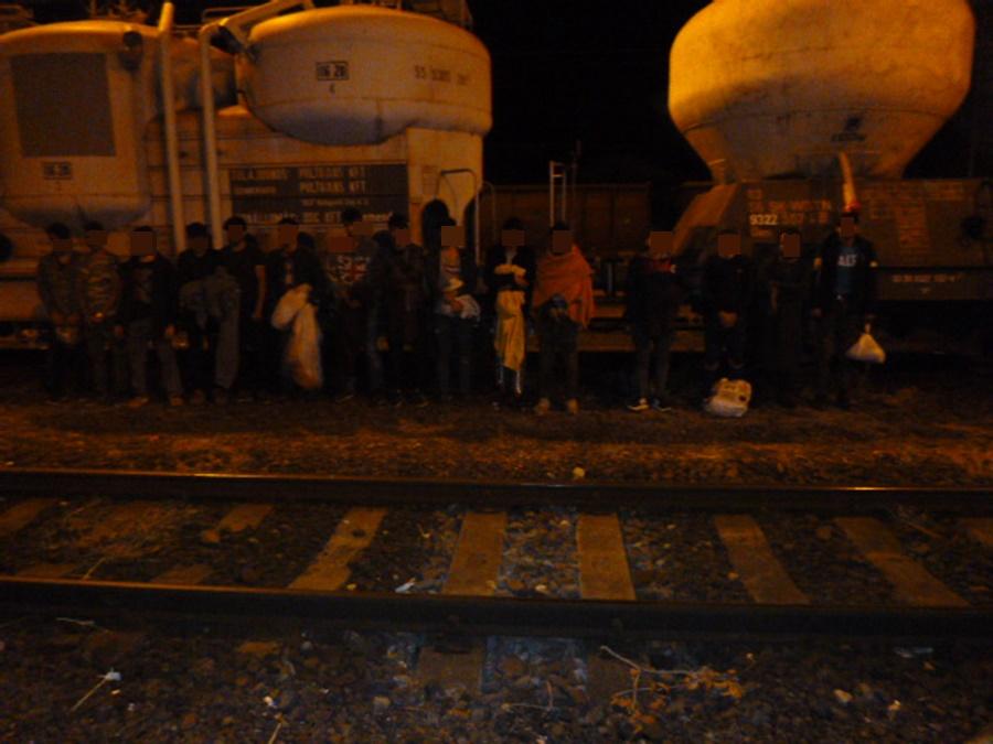 Tizenöt külföldit tartóztattak fel a határon