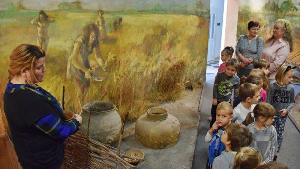 Az óvodások bepillantottak a neolitikum világába
