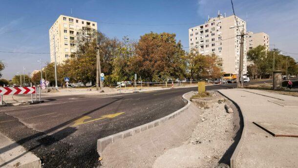 Már könnyebb a közlekedés a Kistópart-Bajcsy-Hódtó utcai körforgalomnál (X) 4