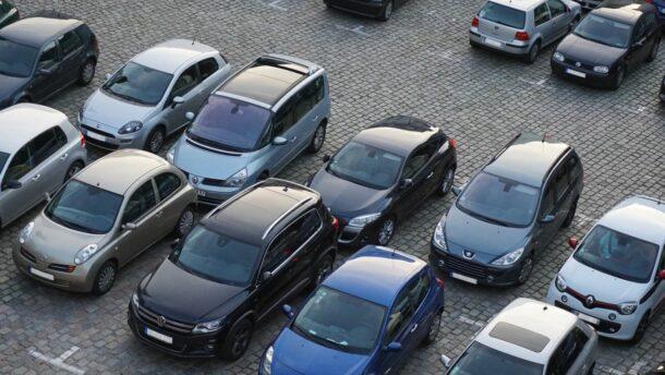 Orbán Viktor: hétfőtől díjmentes a közterületi parkolás