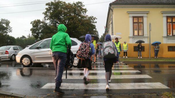 Szakadó esőben sem hagyták cserben a vásárhelyi gyermekeket 33