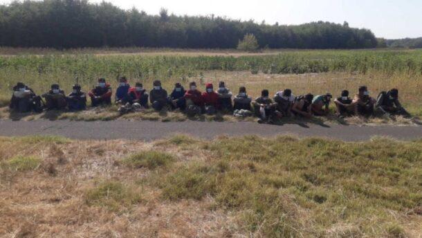 Tizenkilenc migránst tartóztattak fel a rendőrök