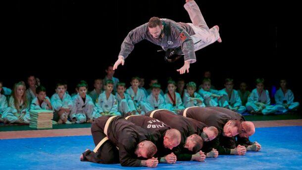 Online fellépésen bemutatózik a Máté Taekwondo 1