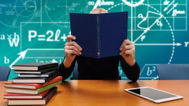 Ma dönt a kormány arról, hogy zárva maradjanak-e a középiskolák