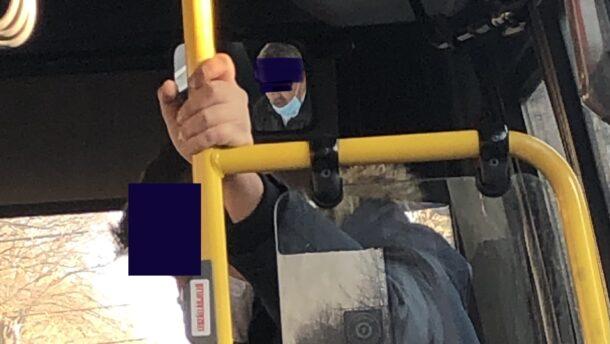 A pofátlanság netovábbja: maszk nélkül, telefonálva vezetnek Jovány sofőrjei 3