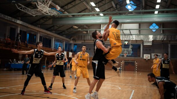 Győzelemmel kezdte a rájátszást a Kosársuli, egy lépéssel közelebb az elődöntő