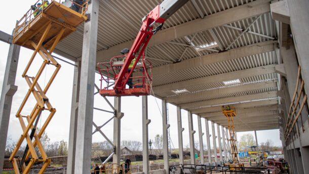 Így épül a közel 3000 négyzetméteres szegedi tram-train karbantartó csarnok