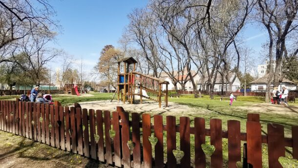 Olvasói levél: ismét szörnyű állapotban a Népkerti játszótér 16