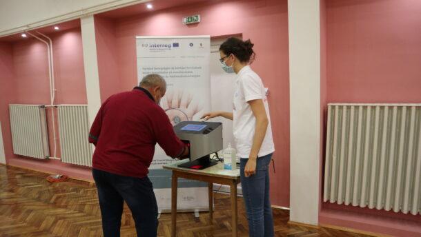 A helyes kézmosást oktatják az EVP EFI munkatársai a Liszt Ferenc Iskolában