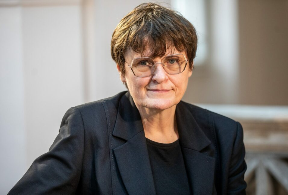 Diákokkal találkozott és orvosi köteteket fogadott örökbe Karikó Katalin Szegeden