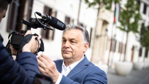 Orbán Viktor: Kedves Maszk, goodbye!